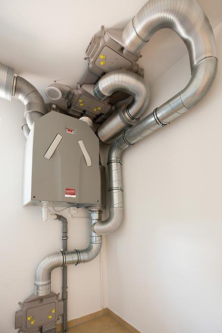 Viessmann Gas-Brennwertgerät und Zehnder Lüftungsgerät + Warmwasserspeicher